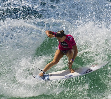 Surf: Roxy Pro Gold Coast update & highlights, days 3 & 4